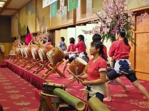 主辦單位安排越谷太鼓社中表演日本的太鼓