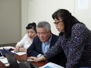 學員認真聆聽講師賴華珠的說明