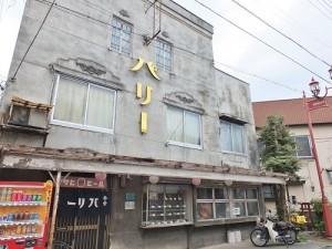 從秩父神社通往西武秩父站的番場通大街內有許多登錄為有形文化財的建物