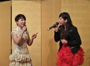 客家歌手徐子雁和楊心彤演唱客家小調,炒熱現場氣氛