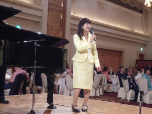 主辦單位GoldenWave副會長桑原妙子致詞歡迎台灣合唱團參加