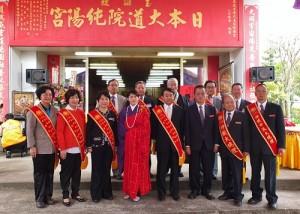 立法委員王惠美(左1)、鄭汝芬(左2)和楊瓊瓔(左3)專程抵日參加法會,並和玄門法師(左4)及台日與會賓客合影