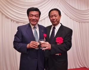駐日副代表徐瑞湖與眾議員伊東良孝(左)在會上進行交流