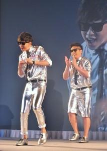 現在日本當紅的搞笑藝人組合「8﹒6秒Bazooka」在記者會上表示想成為白戶家的成員