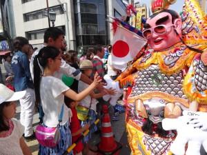 台灣三太子再度現身神戶祭 人氣依然