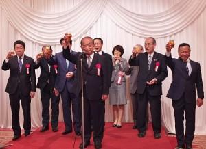 亞東親善協會於5月14日舉辦年度總會,懇親會上有多名國會議員和駐日副代表徐瑞湖(後排左4)等人出席