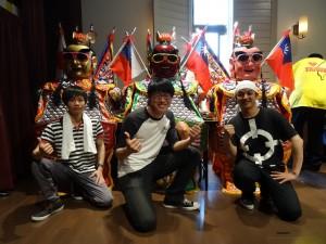 負責三太子的三位留學生。左起阮裕民、翁慶銓,蔡宜庭,異口同聲表示很光榮,很高興將台灣的傳統文化介紹給日本民眾。