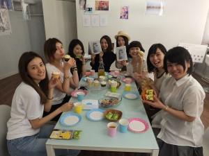 Ruiさん(右3)や東京ガールズコレクションモデルの高松リナさん(左2)、モデルの並木綾子さん(左1)を招いてカメラ女子会を開催