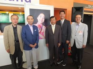 オープニングセレモニーにて。左から参議院の有田芳生議員、テレサの「日本の父」とも呼ばれた舟木稔さん、台北駐日経済文化代表処の陳調和副代表、テレサ兄の鄧長富さん、台湾文化センターの朱文清センター長