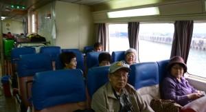 旅を満喫する参加者