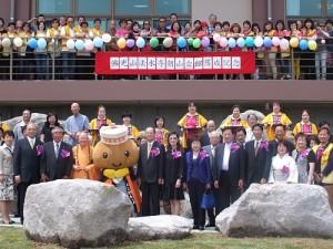 近百人出席參加朝山會館落成活動