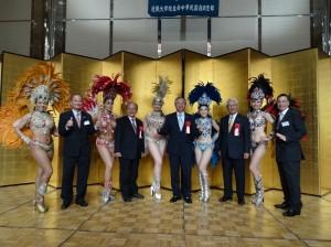 來賓與國際交流中心森巴舞蹈成員合影