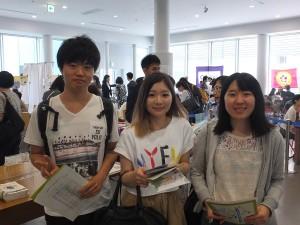 台湾の大学ブースを廻っていた法政大学の学生