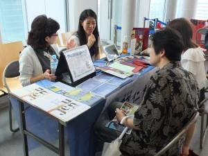 各ブースでは台湾留学について、学費や寮についてなど、詳しく説明された