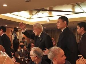 前總統李登輝離開會場時,特別和與會記者揮手致意