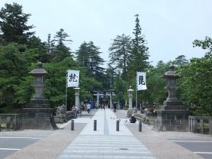 松岬公園內的上杉神社侍奉著上杉謙信