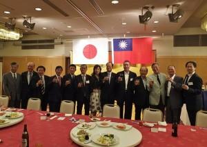 駐日代表沈斯淳伉儷(右6、7)出席與在日僑界交流