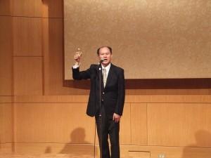 駐橫濱辦事處處長粘信士領導乾杯