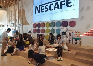 軟體銀行於7月11日在雀巢咖啡館原宿店舉辦機器人pepper的體驗活動
