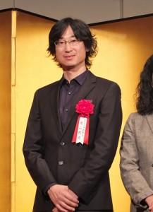 旅日台灣作家王震緒(筆名東山彰良),以《流》獲得第153屆直木賞