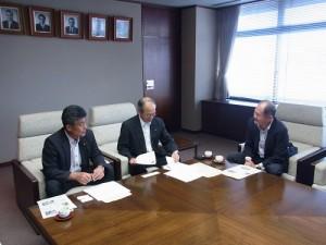 駐處處長粘信士與濱松市市長鈴木育男及副議長渥美誠等人交換意見