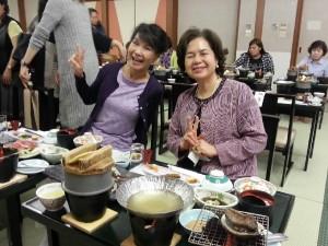 蔡處長夫人林玲玉(左)與婦女會會長俞秀霞 愉快進餐