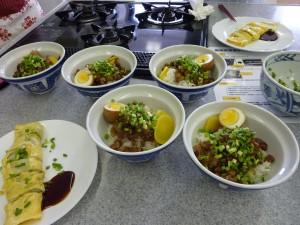 蛋餅(左下)と魯肉飯