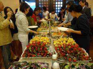 到場會員共同享用志工所準備的精美晚膳