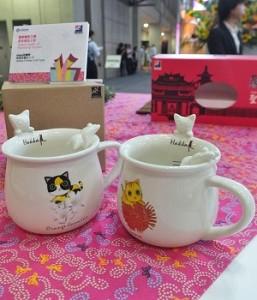 星夜貓空工房的「Hakka花貓杯」融合客家文化中的「白菜貓」元素