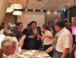 與會僑民把握機會和桃園市長鄭文燦進行交流