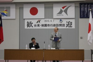 成田市の小泉一成市長(右)と桃園市の鄭市長
