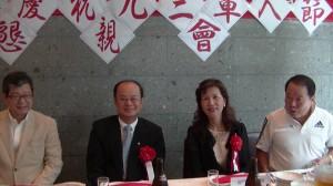 (由左至右)親民黨日本代表  時鎮棣  駐日代表  沈斯淳代表   夫人  林則媛  日本中華聯合總會名譽會長  詹德薰