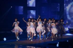 乃木坂46登台演唱多首歌曲,炒熱現場氣氛