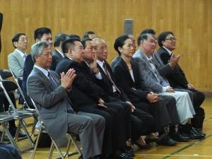三僑校師長和與會賓客在台下仔細聆聽學生們的演講