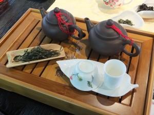 お茶のセットは全て呉先生の私物