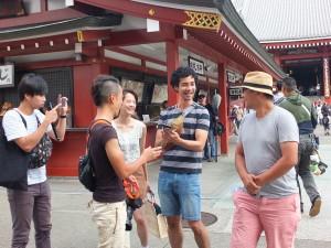 日本と台湾のスタッフで和気あいあいと撮影を進行