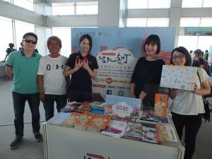観光発展科の李佾璇チーフ(左3)