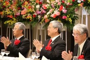 日本國會議員富田茂之(右)和僑務委員長陳士魁(中),以及駐日副代表陳調和等人出席餐會