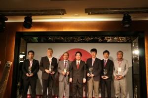 台南に投資してから20年、30年、40年以上になる企業がそれぞれ表彰された‹提供:台南市政府›