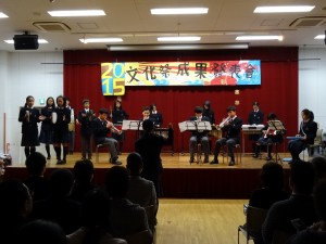 中學部樂隊演奏為發表會揭幕
