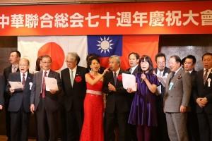 全場合唱《中華民國頌》等歌曲,展現僑界團結
