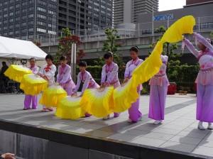 大阪中華學校舞蹈社表演傳統舞蹈