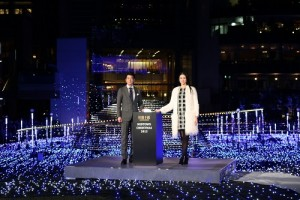 主演電影《杉原千畝》的唐澤壽明和小雪,出席東京中城聖誕點燈儀式