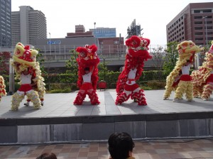 大阪中華學校舞獅隊為會場帶來喜慶氣氛