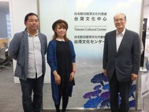 左から、イベントを企画した天野健太郎さん、ワンワンさん、台湾文化センターの朱文清センター長