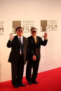 「風の中の家族」製作の唐在揚氏(左)と王童監督(右)