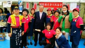 駐大阪辦事處處長蔡明耀與大阪佛光會會員合影