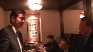 岸信夫議員與詹德薰會長在會中相談甚歡
