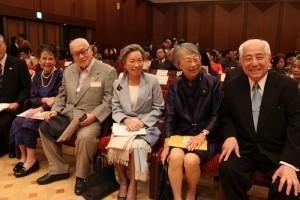 前駐日代表許世楷與夫人盧千惠(右1、2)出席台日文化交流音樂會,前日相森喜朗(右4)亦與會聆聽