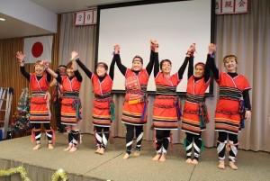 石川縣台灣華僑總會會員登台表演台灣原住民舞蹈